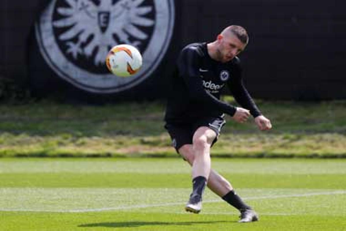 AC Milan Akan Datangkan Penyerang Dari Eintracht Frankfurt