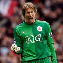 Edwin van der Sar Akan Pertimbangkan Kembali ke Manchester United