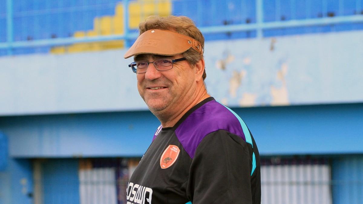 Pelatih Persib Robert Alberts Berharap Tidak ada Toror dari Suporter Lagi saat berhadapan dengan Arema